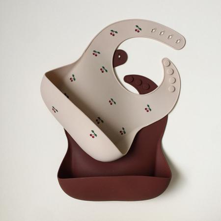 Slika za Konges Sløjd® Komplet dva silikonska podbradnjaka Cherry/Mocca