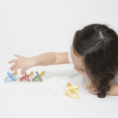 Slika za Hevea® Ortodontska duda od kaučuka Colourful (3-36m) Ruby